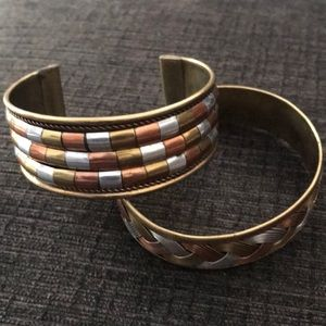 Jewelry - Set of tri-colored bangles.